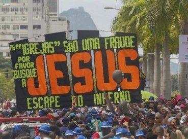 """Grupo evangeliza durante Carnaval con mensaje: """"Escape del infierno"""""""