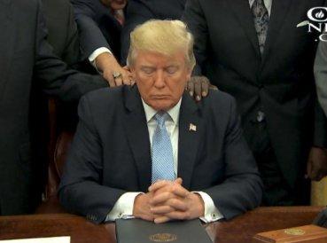 """Trump es criticado por decir que """"la fe es más poderosa que el gobierno"""""""