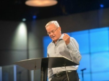 "Iglesia Willow Creek admitite: Bill Hybels ""entró en pecado"""