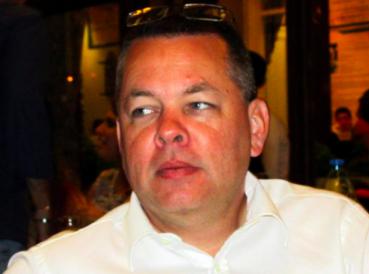 Pastor Andrew Brunson permanece en la cárcel tras audiencia en la corte