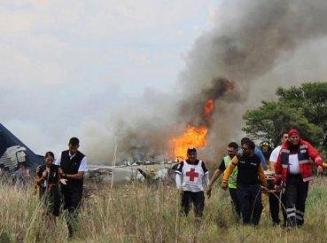 Avión con 103 personas cae sin muertes y pasajeros agradecen a Dios
