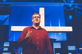 Pastor sordo vence preconcepto y planta iglesia