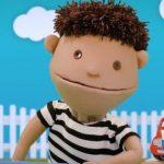 Marionetas enseñan a niños que ser transgénero es normal