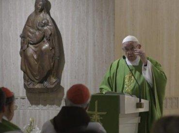 """Papa Francisco: """"El diablo parece perseguir a los obispos"""""""