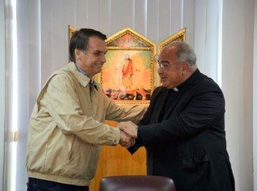 Bolsonaro firma compromiso contra aborto y drogas
