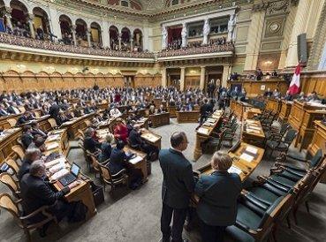 Ley suiza criminalizará homofobia y transfobia