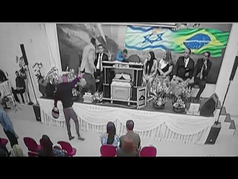 Pastor es baleado en iglesia mientras predicaba de Cristo