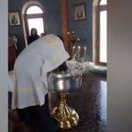 Sacerdote casi ahoga niña en bautismo decía que tenía a Satanás