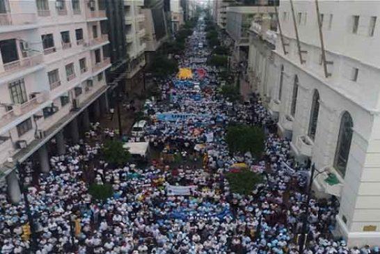 Miles marchan contra la despenalización del aborto en Ecuador